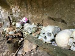 la grotte et les sépultures de Londa
